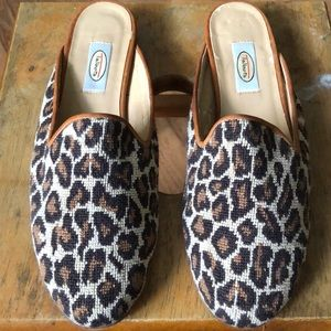 Leopard print needle point mules 8.5